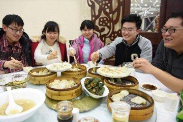 中國餐飲市場規模接近2.8萬億元 吸引海外品牌目光