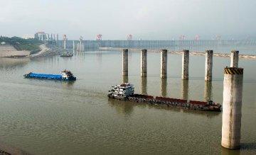 葛洲坝三江航道11日起冲沙部分水域实施交通管制