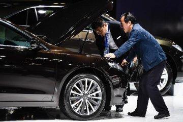 新闻分析:一年来中国汽车反垄断开出超20亿元罚单意味着什么?