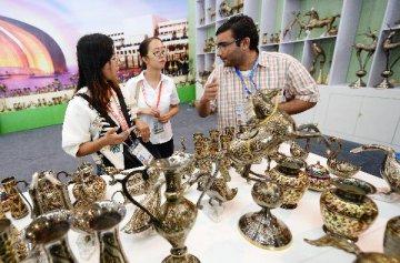 上海合作组织国家商品展在西安开幕