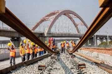 中国铁建:深茂铁路深圳段2016年开工