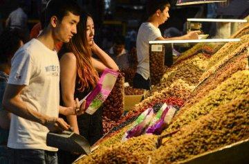 國內外客商雲集火洲 乾果交易會簽約總額26億元