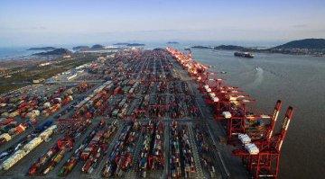 """国内最大自动化码头将于2017年试生产 上港集团打造""""智慧港口"""""""
