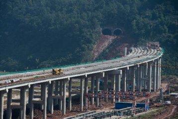 今年底我國高速公路通車里程有望達到12.3萬公里