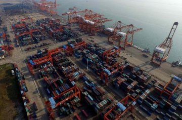 前10月我國國際貨物和服務貿易順差18729億元
