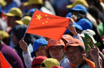 """國際機構喊話持有""""新興中國"""" 政府搭台助推上位"""