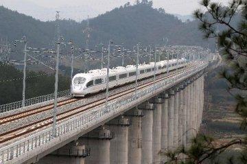 2015年全國鐵路完成固定資產投資8200億元