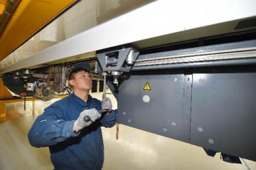 財新製造業PMI連續10月低於榮枯線