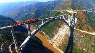 今年铁路投资不减速:再上8000亿元
