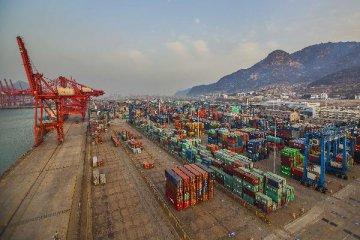 去年前11月内地与香港贸易额同比下降11%