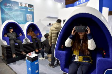 科技巨头布局虚拟现实 内容硬件融合将成重点