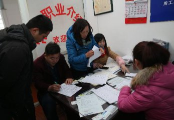2015年第四季度中国劳动力市场需求略大于供给