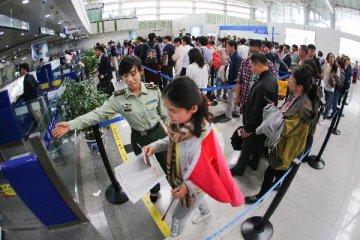 黄金周消费7540亿元 出境游带旺春节海外市场