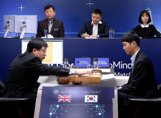 """人機大戰""""阿爾法圍棋""""首盤勝出 人工智慧崛起"""
