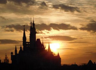 上海迪士尼度假區與遠望穀簽署聯盟協定