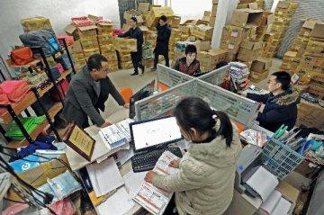 统计局:1-2月份社会消费品零售总额同比增长10.2%