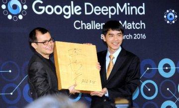 """AlphaGo贏了,人工智慧""""奇點""""近了?"""