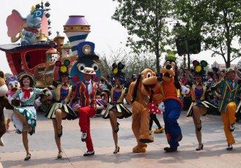 上海迪士尼试运行人气爆棚 三领域望真正分享盛宴