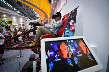 虚拟现实硬件出货量飙升 23亿美元市场成型