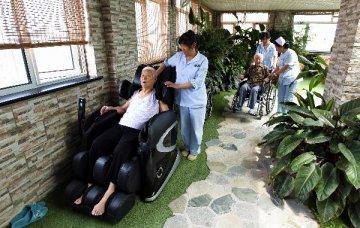 刘鹤主持发改委专题会:全面放开养老服务市场