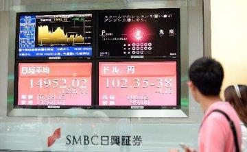 """英國""""脫歐""""公投致東京股市暴跌逾千點"""