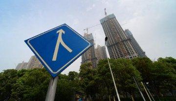 楼市成交降温开发贷收紧 激进拿地房企资金链压力陡增