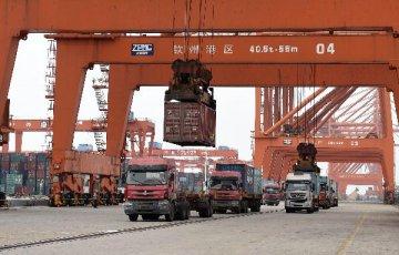 海关总署:上半年我国货物贸易进出口总值同比降3.3%