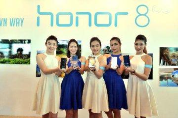华为智能手机荣耀8抢在iPhone7前在马来西亚发售