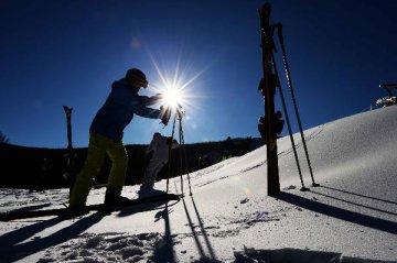 至2025年全国冰雪产业规模将达10000亿元