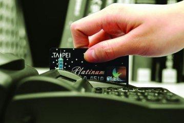 银行加速布局消费金融 新消费开启消费金融十万亿空间