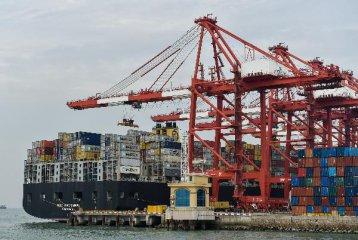 海关:2016年中国进出口总值下降0.9% 出口降2%
