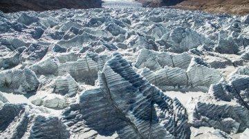 西藏岗布冰川:流澌争看浴冰川