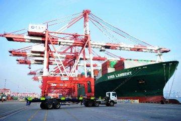 2016年12月我国国际货物和服务贸易顺差1236亿元
