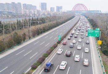 今年中西部十省交通投资将达万亿