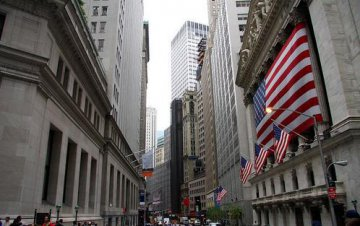 警惕美国风险 华尔街是否正酝酿新危机?