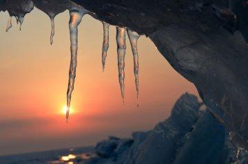 中俄界湖兴凯湖:壮美冰排映夕阳