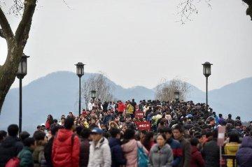 機構報告顯示:中國消費者信心指數出現回升並高於全球平均水準