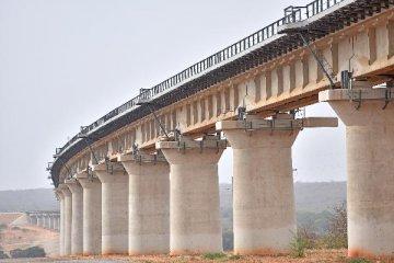 1月铁路固定资产投资下降近三成 各地铁路建设呼声高涨