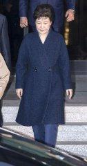 韓前總統朴槿惠經21小時調查後回家