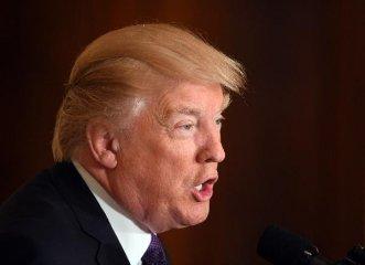 """特朗普说美国政府不会将中国列为""""汇率操纵国"""""""