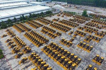 """中国工程机械企业借助""""一带一路""""闯世界"""