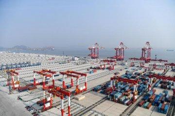 海關:前11個月外貿進出口同比增長15.6%
