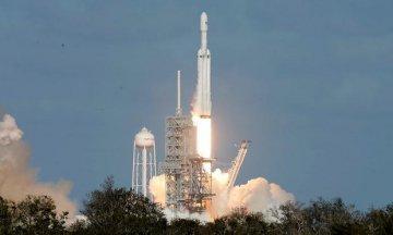 马斯克旗下公司世界最强大运载火箭发射成功