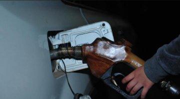 國內油價將迎七個多月來首次下調 預計幅度將超百元