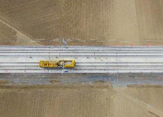 政府工作报告:今年完成铁路投资7320亿元