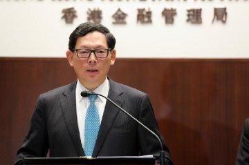陈德霖:香港金管局会保证港元不弱于7.85
