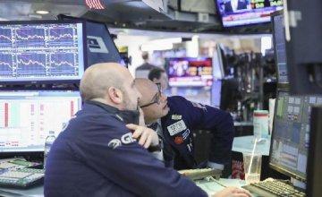 美三大股指暴跌逾2.4% VIX恐慌指数飙涨近31%