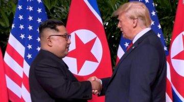 歷史一刻!金正恩與特朗普首次會面並握手