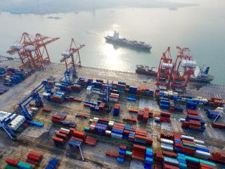 國務院辦公廳轉發《關於擴大進口促進對外貿易平衡發展的意見》