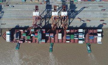 前三季度我國貨物貿易進出口總值22.28萬億元 同比增長9.9%